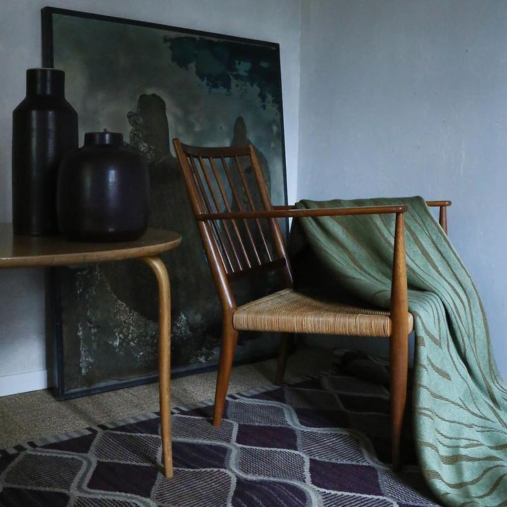 Interior with Nordic Modern: Spättan - rug by Barbro Nilsson for AB MMF (Sweden, 1943), blanket with Ristyg - pattern by Dora Jung (Finland, 1946), mahogny and cane armchair model No.508 by Josef Frank for Firma Svenskt Tenn (Sweden, 1932), Annika - sofa table by Bruno Mathsson (Sweden, 1936), Carl-Harry Stålhane stoneware vases by Rörstrand Ab (Sweden, c.1950s) and an acid-etching artwork by Brian Hodgson (Great-Britain, 1993). / @theexchangeint  #barbronilsson #stålhane #carlharrystålhane…
