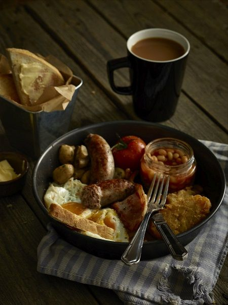 An unusual breakfast serving using a round baking tray! Simple and effective.