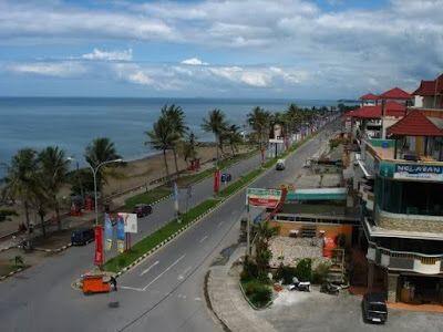 pantai padang sering juga di sebut dengan TAPLAU ( TAPI LAUIK ), Pantai padang adalah salah satu tujuan wisata kalau ke kota padang.