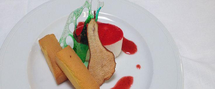 Bavarese al Taleggio D.O.P. con lamponi e tortino alla pera, noci e salicornia #taleggiodop #ricette #dolci #dessert #taleggio