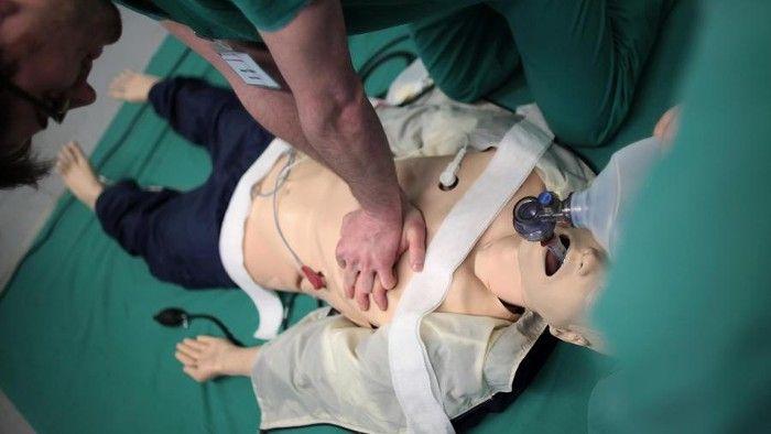 Woche der Wiederbelebung: Reanimation kann Leben retten - Wie die lebensrettende Herzmassage geht, erklärt ein aktueller Beitrag bei HOTELIER TV: http://www.hoteliertv.net/hotel-sicherheit