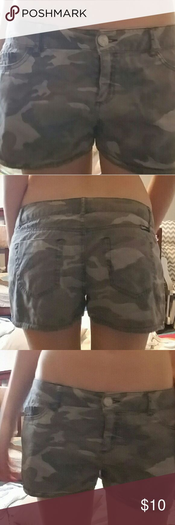 Camouflage shorts Camouflage shorts size 6 Shorts