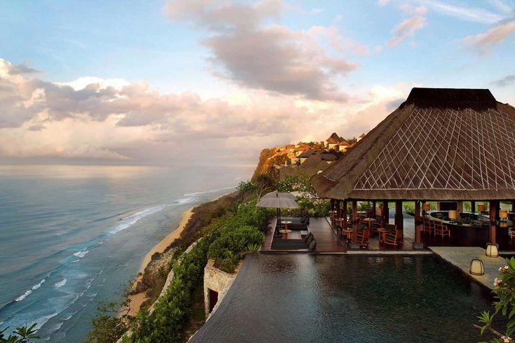 Cliffside Bali resort with awe-inspiring ocean views
