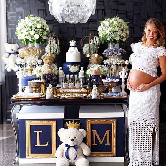 #mulpix Chá de bebê mais lindo para tema Urso Príncipe !  Mesa feita pela @celebrationbydipendap assinada por @ingridfolkerts produzido por @garcia_waldemar Bolo, pos, cupcake e pirulitos @amandadpbryant  Doces personalizados @carolbuarquecakeboutique  #loucaporfestas   #chádebebê   #babyshower   #chádebebêlpf