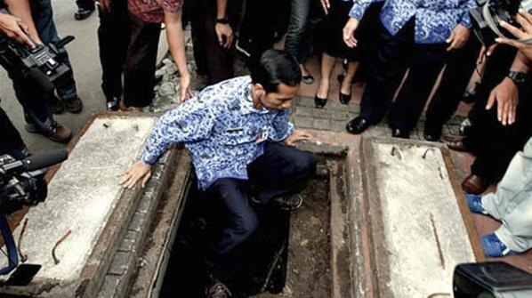 Jokowi Masuk Gorong-gorong Bundaran HI