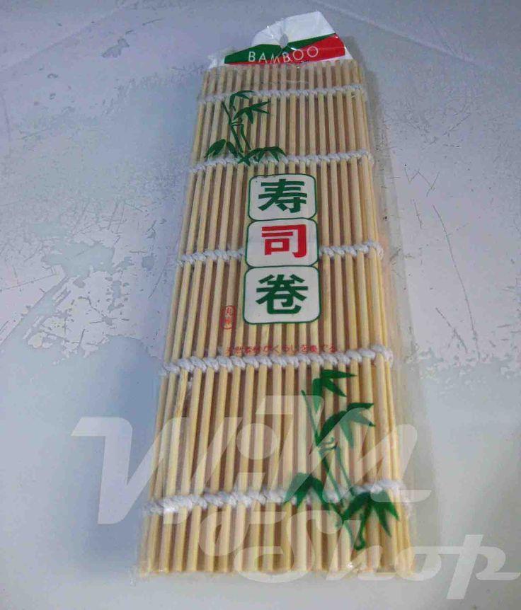 Gulungan Bambu Sushi/ Kimbab Detail Produk: Tikar bambu sederhana untuk menggulung sushi, sebuah alat wajib yang harus ada di dapur Anda.  Ukuran: 24*24cm Warna: Kuning Bambu Bahan: Bambu