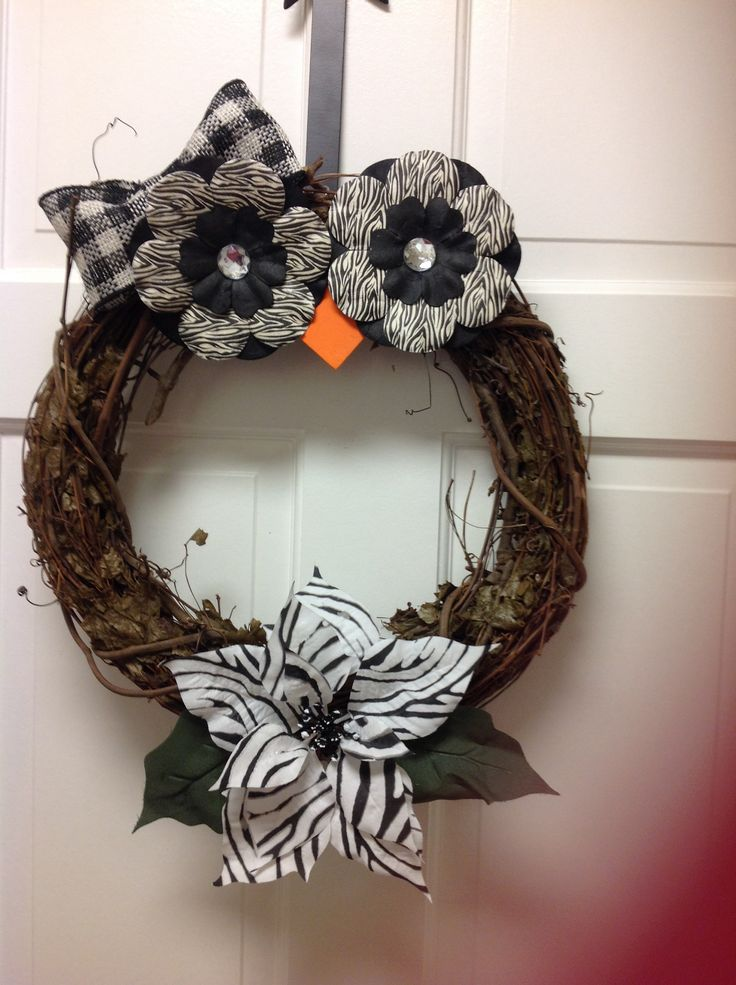 Use the oval wreaths from Easter. Owl wreath! Have to make this! @Sonja T Cowher @Crystal Chou Armstrong