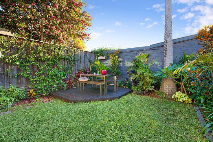 Private sunny courtyard w gas BBQ bayonet