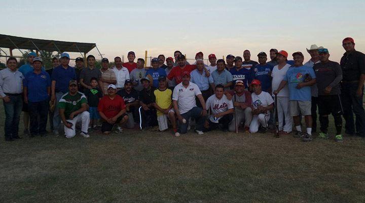 Un partido de softbol celebrado en las instalaciones de la Unidad Deportiva Edilberto Montemayor, Los Locutores y Funcionarios del Ayuntamiento 2014 – 2017