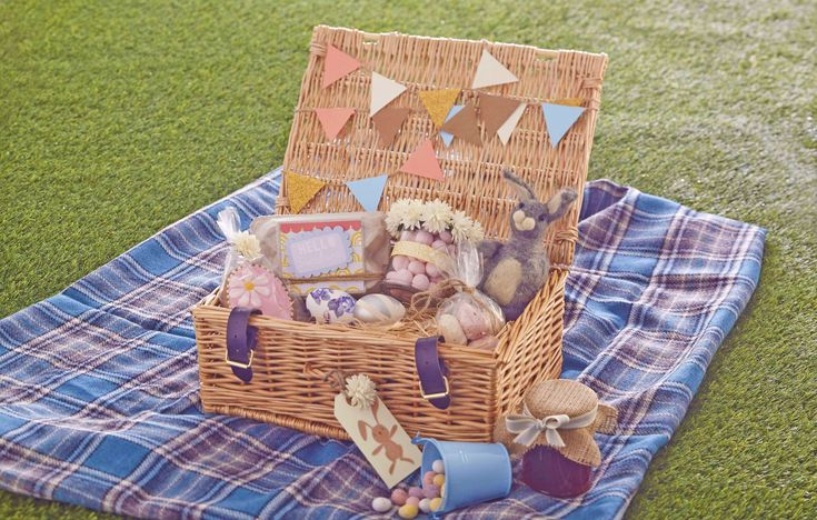 An Easter hamper is great for a springtime picnic, or for filling with lots of Easter-themed goodies to give as a gift.