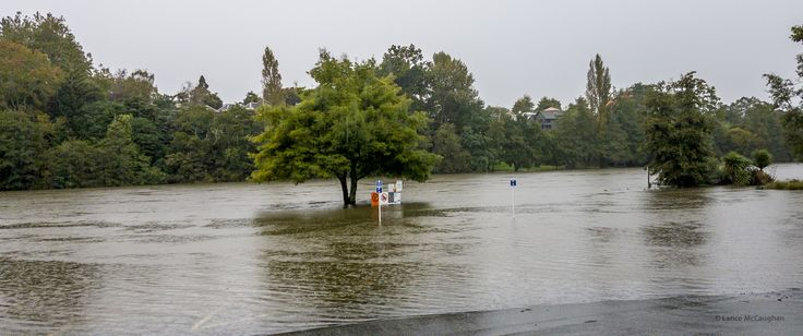 https://flic.kr/p/Teb6wf | Flooded Waikato River April 2017