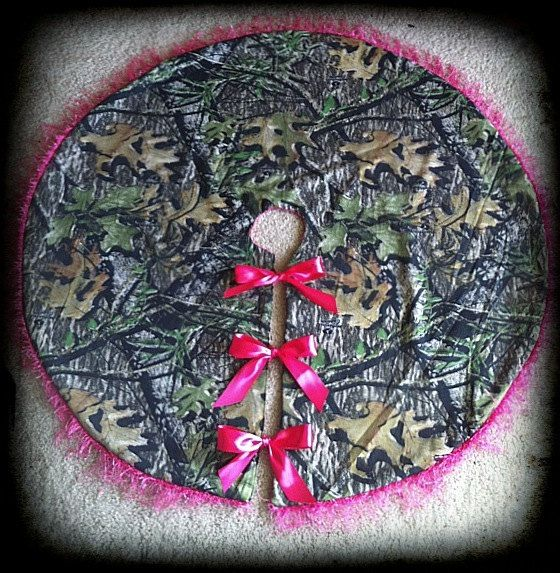 Can you get any better than this? Mossy Oak with pink tree skirt!