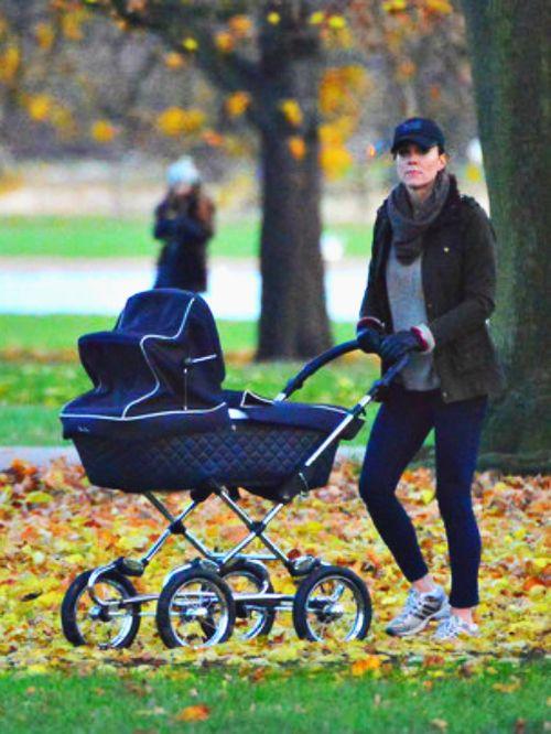Kate and George in Kensington Gardens, London, 12/4/13 #katemiddleton