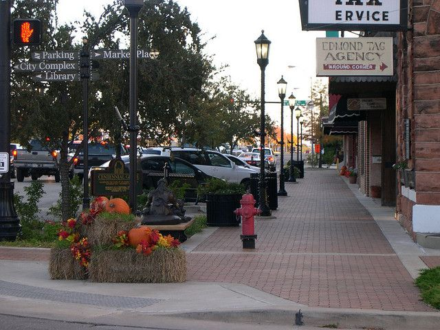 Downtown edmond oklahoma real estates and cities for Build on your lot oklahoma