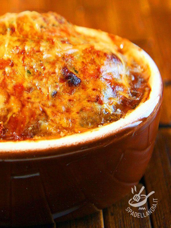 La Zucca e cavolfiore gratinato è un piatto arricchito da una fumante, appetitosa crosticina in superficie che lo fa amare a vegani e non!