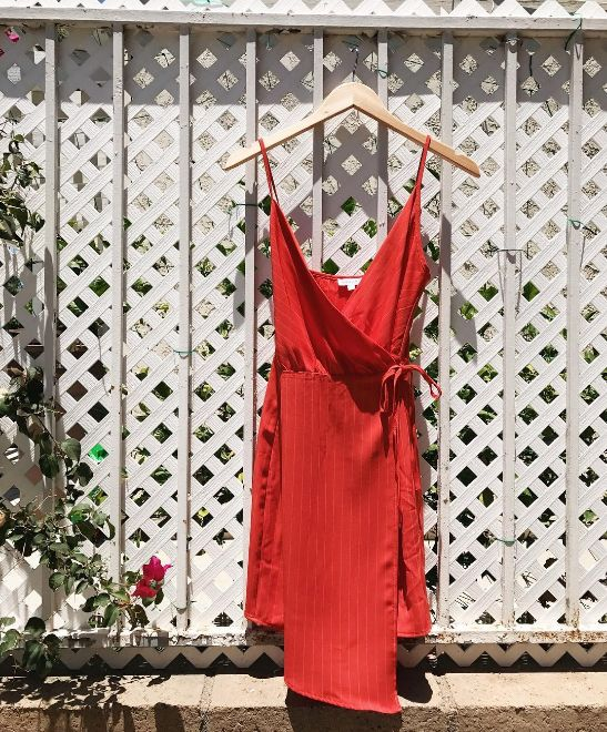 Spotlighting one of our Olivia Grey Wrap Dresses. The perfect date night look. Ask your stylists for #NewInDL dresses! l DAILYLOOK Elite - personal styling service delivered right to your door