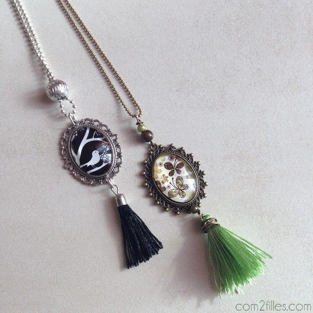 colliers vintage - cabochon et pompons