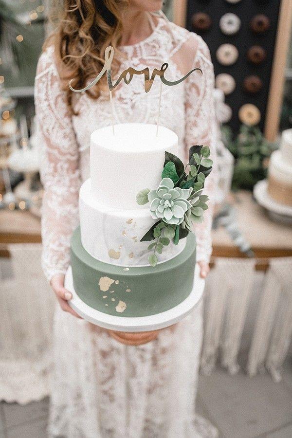 Romantische Hochzeitstorten in Salbeigrün und Weiß mit Glitzer-Akzenten   – *Silver Sage Green wedding Inspiration*
