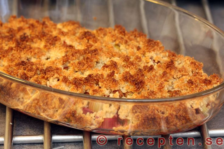 Rabarberpaj LCHF - Recept på rabarberpaj LCHF - med få kolhydrater. Perfekt även för diabetiker och glutenintoleranta. Gott och enkelt! Bilder steg för steg!