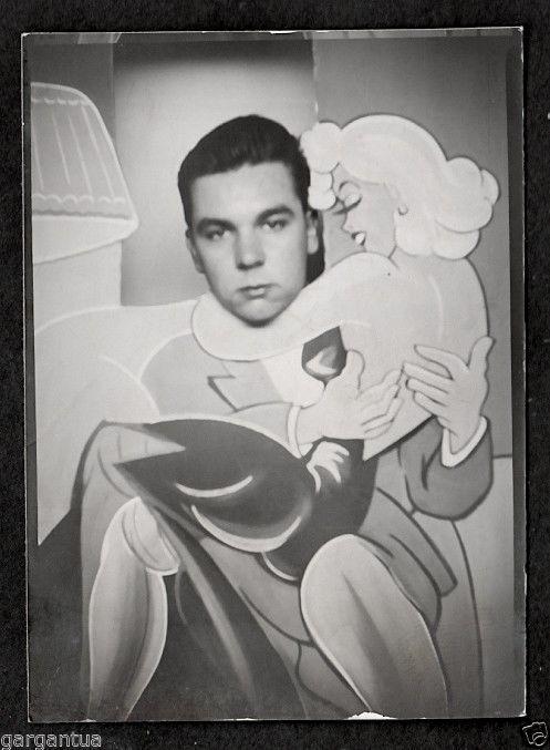Cartoon Marilyn Monroe Give Lap Dance To Bored Boy 1950S -4501