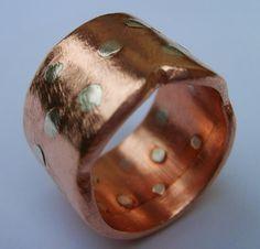 Anillo de cobre con remaches de plata // Joya Mineral de Chile.
