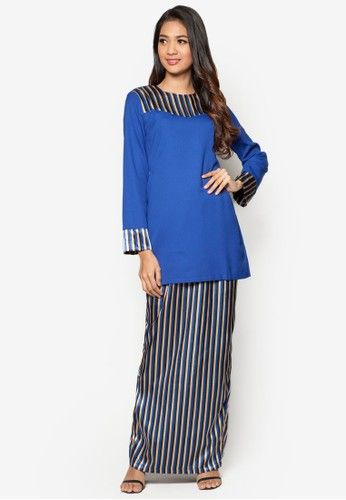 Baju Kurung Modern from Gene Martino in Blue Looking for a modest modern kurung that you can wear for all occasions? Fret not as Gene Martino offers you just that with this magnificent blue piece. Featuring a solid blue shade, it is adorned with vertical stripes at the shoulder and chest ar... #bajukurung #bajukurungmoden
