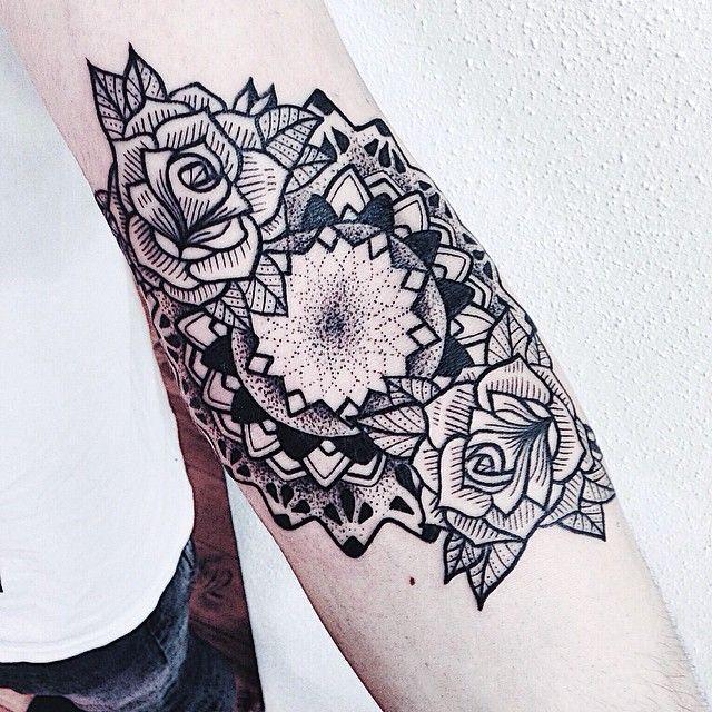 http://tattoos-ideas.net/floral-tattoo-by-jessica-svartvit/