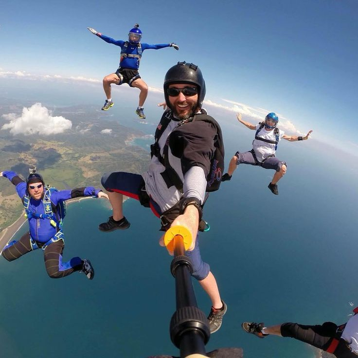 """Sponsored @liquidskysports athlete @andymalchiodi capturing the true facial expressions of a #freefly jump with friends!  ・・・ Selfie and a few photo…"""