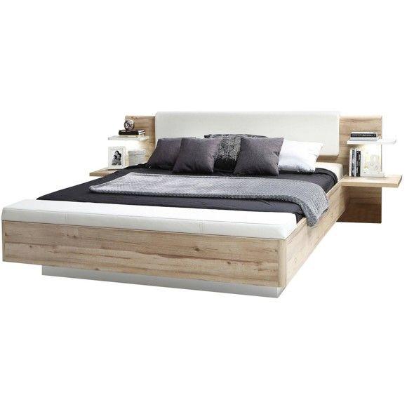 Dieses Bett wird Sie mit rundum gutem Schlaf verwöhnen. Auf einer Liegefläche von ca. <b>180 x 200 cm</b> tanken Sie neue Kraft für die nächsten Herausforderungen. Das <b>gepolsterte Kopfteil</b> im Lederlook ermöglicht ein sanftes Anlehnen vor dem Einschlafen - so lesen Sie in entspannter Position ein gutes Buch oder surfen auf dem Tablet. Die Nachttische auf jeder Seite sind jeweils als Paneel konzipiert und bieten eine Ablage für Wecker, Romane oder Ihren Schmuck. Praktisch: Am Fußende…