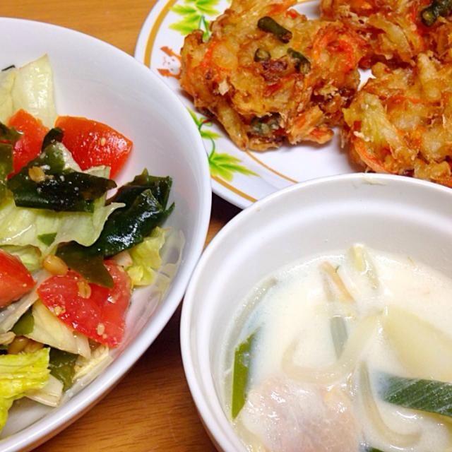 ⚫︎野菜のかき揚げ ⚫︎レタス、わかめ、トマトの金山寺味噌和え ⚫︎豚肉、もやし、じゃが芋、葱の豆乳スープ - 13件のもぐもぐ - 2015.05.02 by amagishinjyu