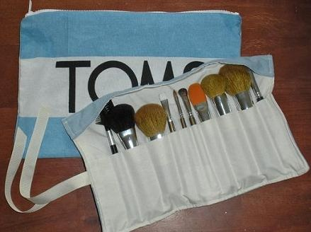 Makeup brush bag made of a TOMS flag, clever cause it's just the right size and I've got extras laying around