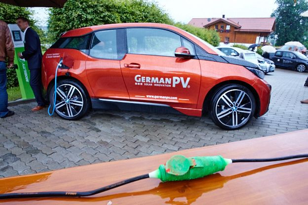 #Solarenergie wird von der# Photovoltaikanlage direkt an der #Stromtankstelle des Hotels verfügbar. @eggensberger