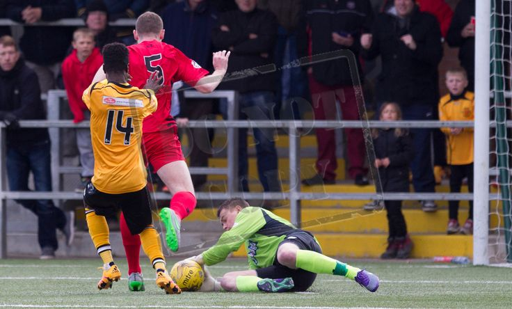 Queen's Park's keeper Wullie Muir makes the save during the SPFL League Two game between Annan Athletic and Queen's Park.