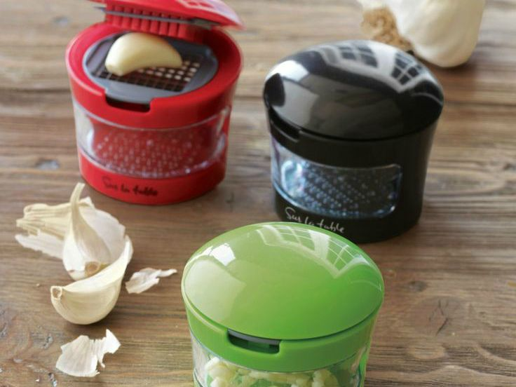 The Slice and Dice garlic press makes it fast and easy to slice, dice, grate or mince. It even stores garlic, leaving no odor on your hands.