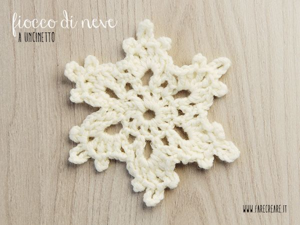 fiocco di nava a uncinetto bianco per Natale #nataleinfesta #natalekreattivo http://www.farecreare.it/stelle-di-natale-a-uncinetto/
