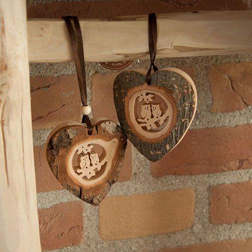 Houten hart hangers met houtsnijwerk