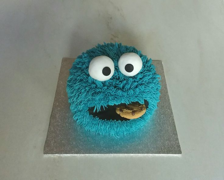 Cookie monster cake