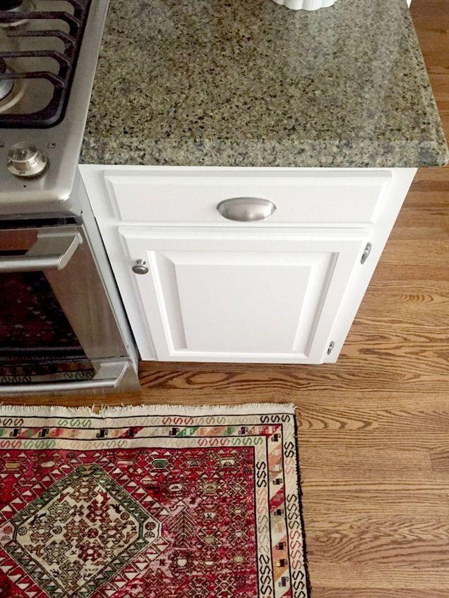 Choosing a white kitchen cabinet paint color for granite for Alabaster white kitchen cabinets