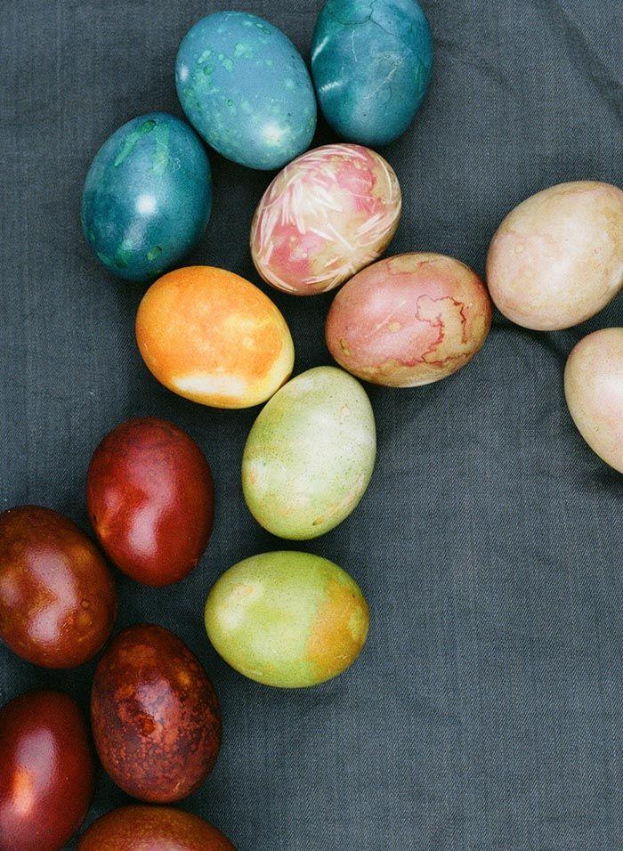 DIY Naturally Dyed Easter Eggs   Design*Sponge