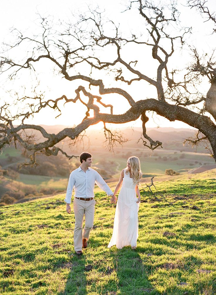 A Sunset Engagement With Clean + Classic Style | Photography: Jose Villa