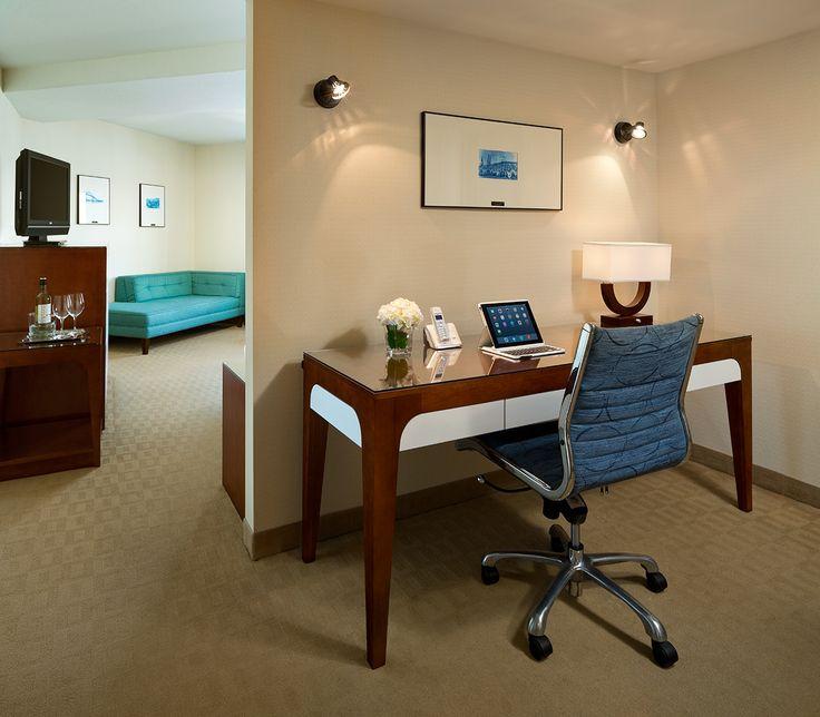 King Jacuzzi Guestroom desk area 2015