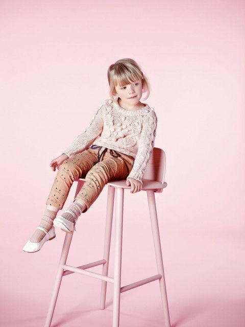 colour scheme for props/backdrop that matches clothing colour