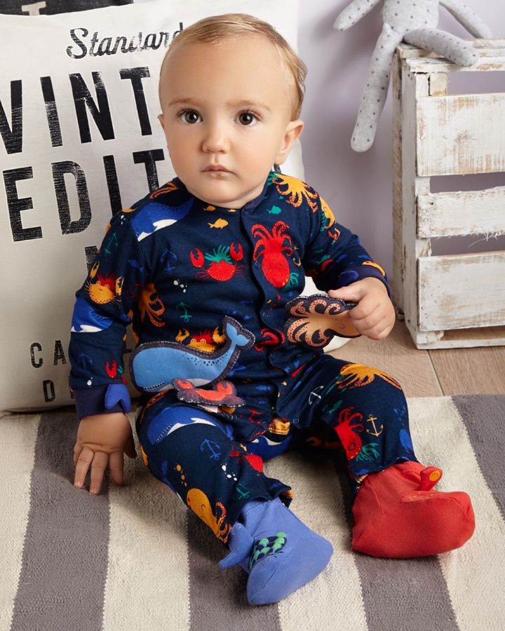 Pijama para estimular a tu bebé ¡Pega y despega las figuras! #ABCEarlyLearning #OFFCORSS  http://www.offcorss.com/newborn