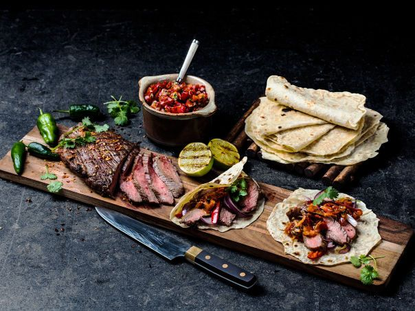 Flank steak fajitas med pico de gallo