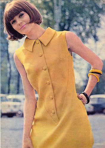 yellow shift dress mid 60s mutton up sleeveless mod look model magazine vintage fashion moda - magazine amica - 1965 #TuscanyAgriturismoGiratola