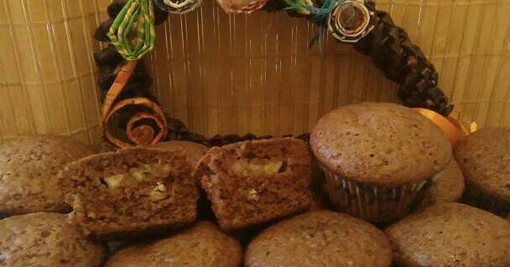Mennyei Bögrés muffin recept! Egy bögre a mérce. Nagyon sok változata van a muffinnak. Én erre a receptre rátaláltam, és azóta is ennél maradtam. Bármit tehetünk bele: gyümölcsöt, csokit, csokidarát, stb. Puha a tésztája és finom is. 🍒🍫🍌