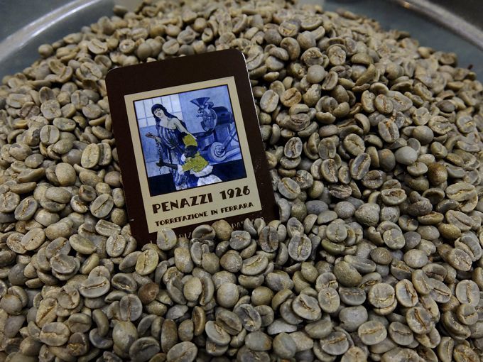 Raw Costa Rica Tarrazù beans, before I roast them, creating a great smell and flavours