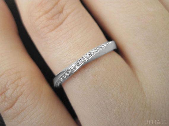 He encontrado este interesante anuncio de Etsy en https://www.etsy.com/es/listing/223542025/diamond-mobius-wedding-ring-diamond Love this!!