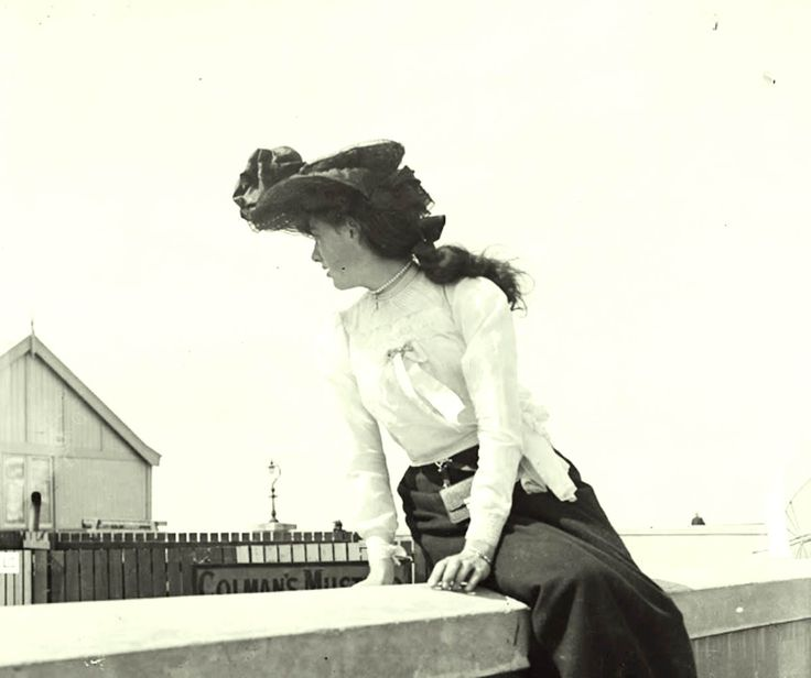 Amazing Street Style captured in Joyce's Dublin 1904