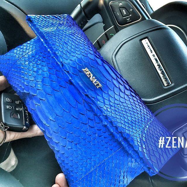 #girlsdayout #blondegirl #luxurybag #luxurybrand #luxurycars #bags #bag #zenati #zenatibags #evoque #blue💙